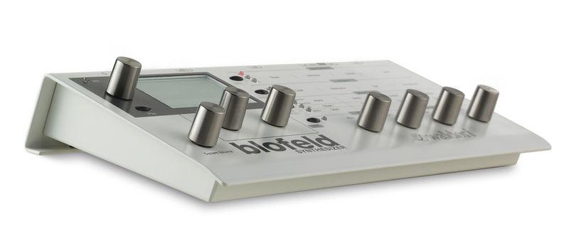 Anzeige: Blofeld Desktop Synthesizer weiß / Bild: Thomann.de